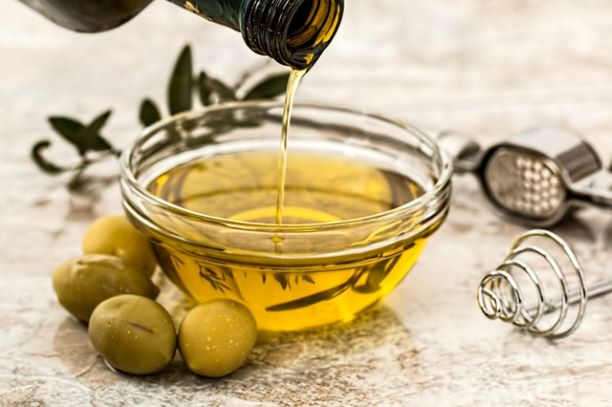 bowl-being-poured-with-yellow-olive oil